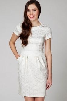 Wizytowa sukienka z kieszeniami w kremowym kolorze
