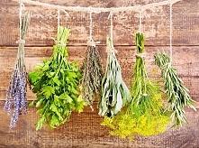 Suszenie ziół  W kuchence mikrofalowej bardzo łatwo wysuszymy zioła np. pietruszkę, rozmaryn czy tymianek. Zioła układamy na papierowym ręczniku i wstawiamy do mikrofalówki usta...