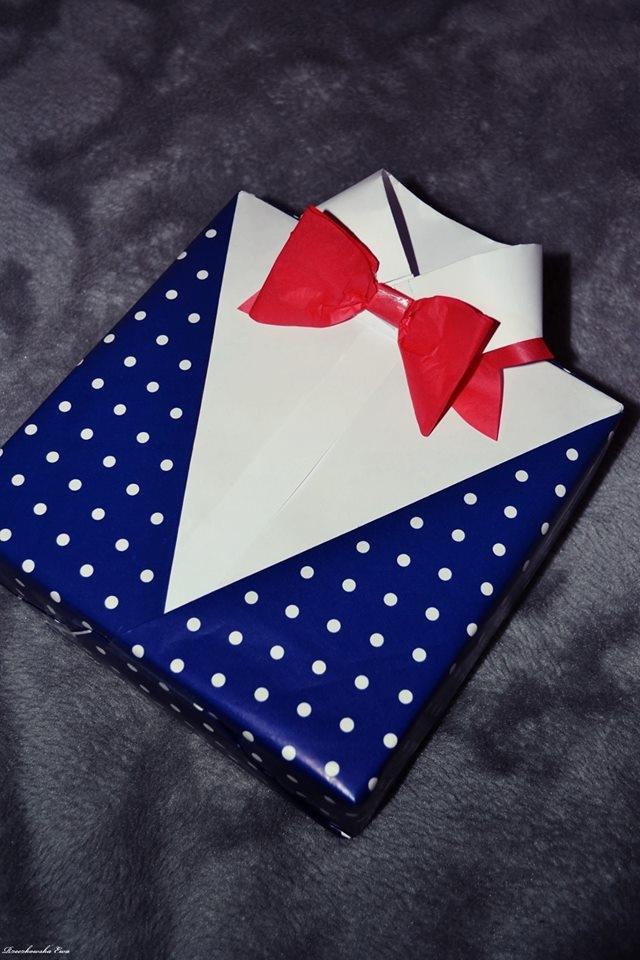 Pakowanie w szary papier jest ostatnio bardzo modne, lecz nie zapominajmy że kolorowy papier może sprawić sporo radości ;) Życzę Wam jednego więcej odebranego i wykonanego połączenia oraz nadziei – by nie opuszczała, radości – by rozweselała, miłości – by obrodziła, dobroci – by zawsze była.