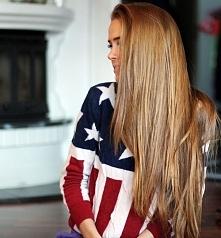 Modny kolor włosów - MIODOWY BLOND zobacz fryzury >