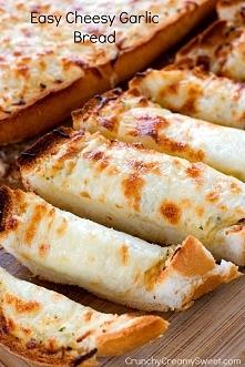 Latwy chleb zapiekany z czosnkiem i serem