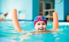 KATEGORIE WIEKOWE NAUKI PŁYWANIA DLA DZIECI ❤️  Szkoły pływania dla dzieci są...