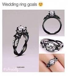 Czarny pierścionek