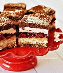 """Ciasto """"Wszystkiego Najlepszego"""" z wiśniami i czekoladą. Przepis po kliknięciu w zdjęcie."""