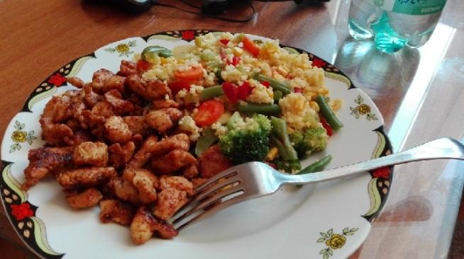 czas na obiad !   kasz jaglana+ kurczak + warzywa :)