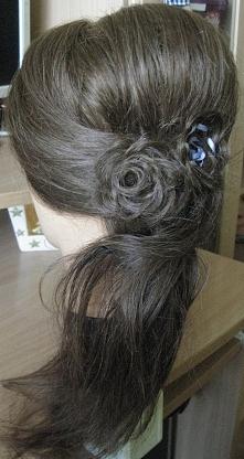 romantyczna fryzura :d