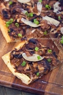 Tarta z pieczarkami i karmelizowaną cebulą