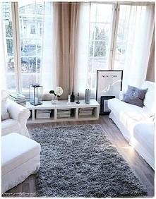 dywan i szafka, a właściwie położony regał