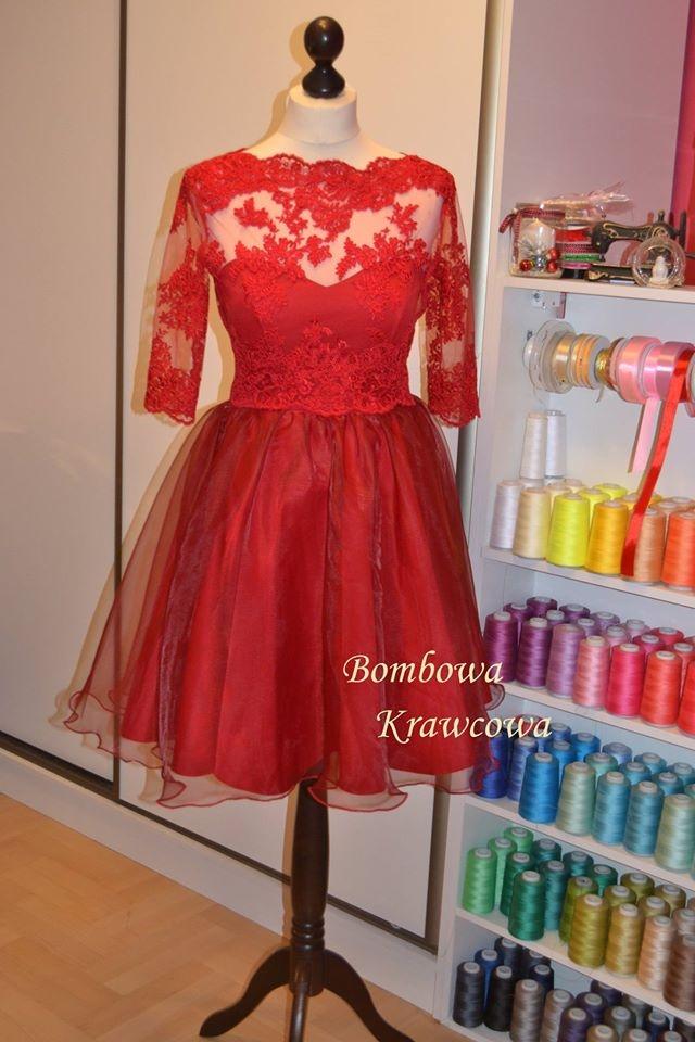 567f7348fb Czerwona koronkowa rozkloszowana sukienka dla druhny
