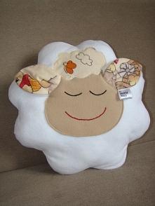 Poduszka, przytulanka biała owieczka Materiał: polar Wymiary: 40 x 40 cm