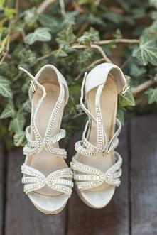 srebrne sandałki na platformie do ślubu