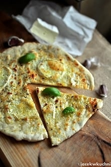 pizza bianco! biała pizza ze śmietaną i serem :) pyszny przepis po kliknięciu...