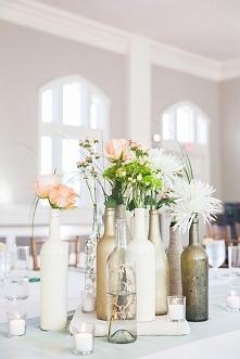 dekoracja stolu z butelek