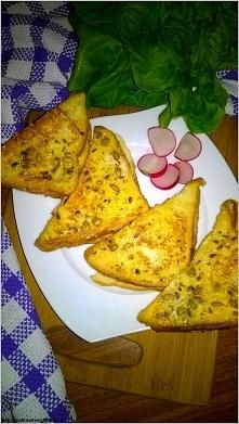 Tosty z patelni w ziarenkowo-ziołowej odsłonie z serem i szynką  Przepis po k...