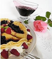 Naleśniki z serkiem waniliowym,malinami i polewą jagodową <3