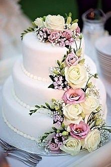tort + żywe kwiaty