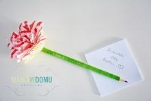 Ozdobny ołówek z kwiatkiem. Bardzo łatwo można go zrobić. Filmik w komentarzu :)