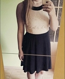 Sukienka z koronką rozklosz...