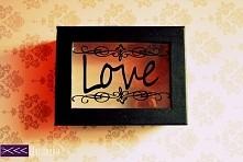 Pudełko z napisem love - ha...