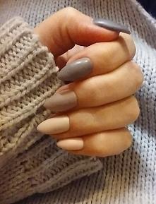 Moje naturalne pazurki :) Robione przeze mnie, hybrydami. Kolor na kciuku i palcu wskazującym kombinowałam sama (mieszaniem kolorów), bo nie miałam nic co by pasowało :D