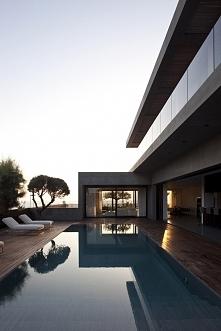 Nowoczesna architektura to niesamowite kadry w każdym ujęciu. Na zdjęciu nowoczesna, luksusowa willa Hezelia Home w Izraelu. Zobacz i zainspiruj się!