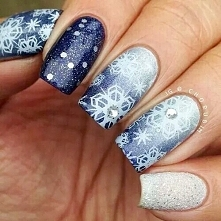 1. Zacznę od tego, iż moim zdaniem zimowy manicure jest najbardziej wymagającym w stosunku do pozostałych pór roku. Według mnie królowymi śnieżnych paznokci są pracochłonne, ale...