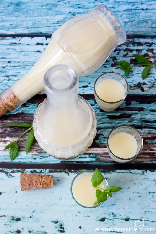 Likier kokosowy z białą czekoladą idealny do kawy