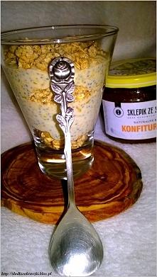 Kokosowy pudding chia z konfiturą dyniowo-waniliową i chrupiącym crunchy  Przepis po kliknięciu w zdjęcie