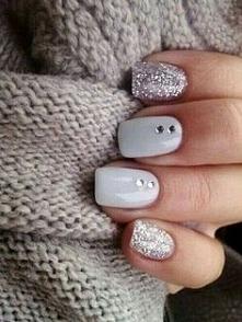 Biało srebrne paznokcie