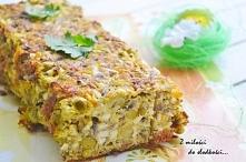 Pieczeń z jajek Składniki: 10 jajek ugotowanych na twardo, 1 surowe jajko, cebula, 40 dag pieczarek, 3/4 puszki groszku, 5 łyżek startego żółtego sera, 2 łyżki majonezu, 2 łyżki...