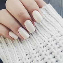klasyka, jak dla mnie idealny kształt paznokci, lakier tylko podkreśla ich pi...
