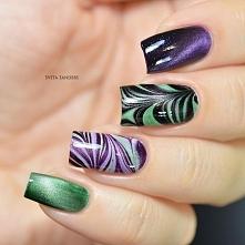 Przepiękny i nietypowy manicure. Kolorystyką i deseniem przypomina zjawisko zorzy polarnej. Mieniące się głęboki fiolet i chłodna zieleń doskonale podbijają wzór na pozostałych ...