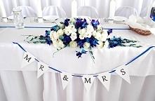 stół kolor i kwiaty