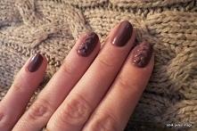 Zimowy, sweterkowy manicure...