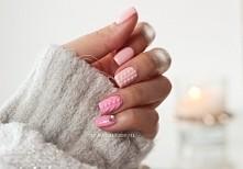 W zimowym zestawieniu nie mogło zabraknąć tzw. sweterkowego manicure. Na sam widok od razu robi się nam cieplej.