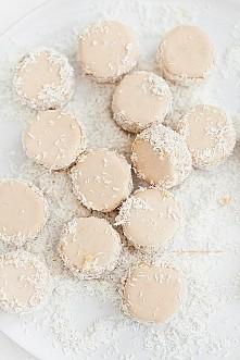 Składniki na około 60 sztuk (już złożonych ciasteczek): 350 g mąki pszennej, ...