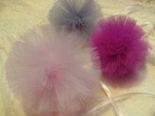 urocze pompony tiulowe idealne do dekoracji sali weselnej :) do kupienia na fb/perfekcyjnakartka