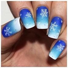 Następny typowo zimowy manicure. Fantastyczne błękitno-białe ombre doskonale ...