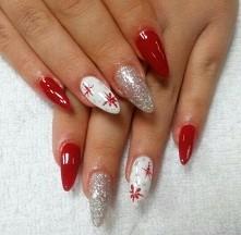 Zimowe z klasyczną czerwienią