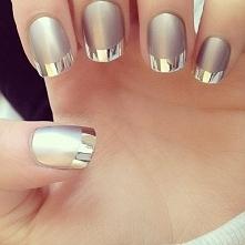 Srebrne paznokcie, pasują do każdej stylizacji ;]