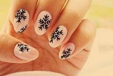 Idealny zimowy manicure - śnieżki :))