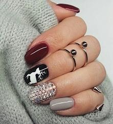 Zimowy manicure to głównie świąteczne akcenty, Jak sople połyskujące w słońcu niczym drogie diamenty. To renifer ciągnący przez śnieg sanie i prezenty, Jeśli tylko chcesz, na pa...