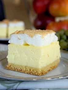 Serniki są u nas bardzo popularne. Często przygotowuje się je z samej masy serowej z dodatkiem bakalii, jednak dodatek kruchego ciasta oraz delikatnej pianki, pozwalają na uzysk...