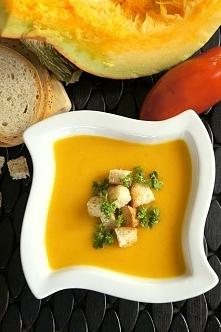 Niezwykle delikatna i kremowa zupa krem z dyni to idealna propozycja dania w ponure i coraz chłodniejsze jesienne dni. Wspaniale rozgrzewa, jest bardzo szybka w przygotowaniu, a...