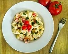 Sałatka z kalafiora i pomidorów to jedna z najlepszych i najszybszych sałatek...