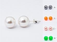 Srebrne kolczyki Swarovski 925 Perły 10mm 19 kolorów do wyboru materiał: srebro 925 + perły Swarovskiego ( Swarovski 5818 10mm ) waga srebra: 0,38g ( 1 para ) waga kolczyków z ...