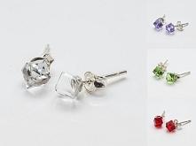 Srebrne kolczyki Swarovski 925 Cube 4mm 14 kolorów materiał: sztyfty i zapięcia ze srebra 925 + kamienie Swarovskiego 4841 4mm waga srebra: ~0,37g ( 1 para ) waga kolczyków z k...
