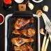 Pieczone udka w sosie czosnkowym z miodem i posypką sezamową