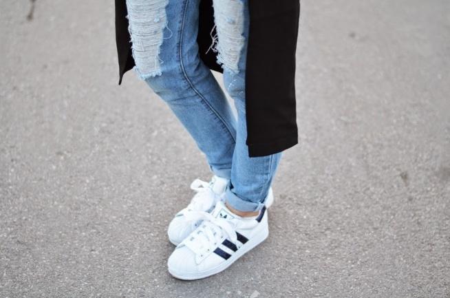 Adidas Superstar Marka Adidas powstała w 1948 roku po podziale firmy przez braci Dassler. Cena tego modelu zaczyna się od 279 złotych