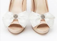 Eleganckie kokardy - klipsy do butów w kolorze ecru.  Do kupienia w sklepie internetowym Madame Allure :)